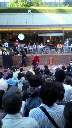 大道芸人ギリヤーク尼崎さんの青空舞踏公演